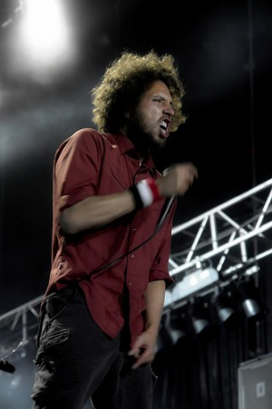 RAGE AGAINST THE MACHINE вышли на сцену в тюремных робах